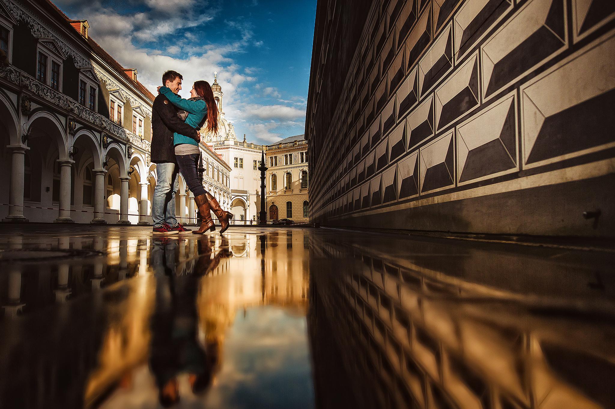 Spiegelung im Stallhof Dresden